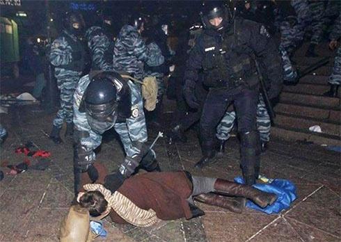 Азаров: на Євромайдані були лише провокатори, коли його розганяла міліція - фото