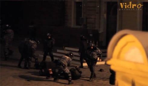 Азаров промовчав про побиття міліцією тих, хто був на Банковій - фото