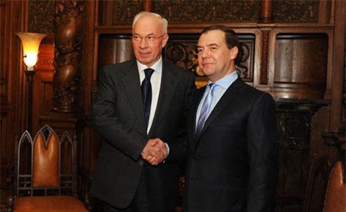 Азаров: Україна отримала перший транш з російських 15 мільярдів - фото