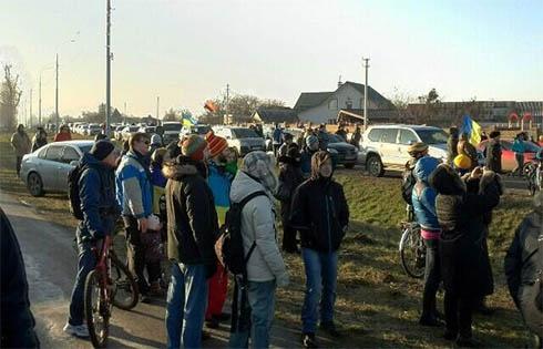 Міліція блокує під′їзди до Межигір′я - фото