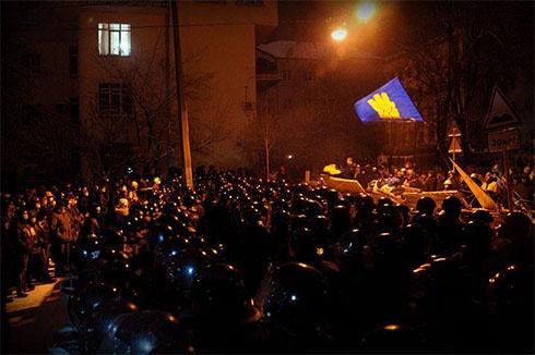 Міліція з депутатами з ПР зачистила блокпост на Лютеранській - фото