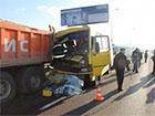 У Львові автобус з пасажирами в′їхав у вантажівку