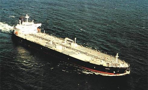 У Нігерії пірати захопили корабель з 17 українцями на борту - фото