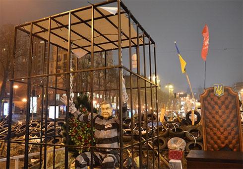 Другий день поспіль вимикають світло на Майдані - фото