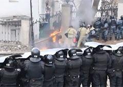 МВС: затримано 32 особи під час заворушень на вул. Грушевського - фото