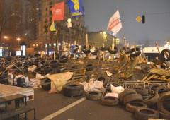 На Євромайдані виник конфлікт із півсотнею провокаторів - фото