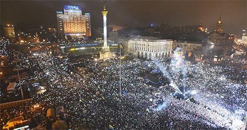Новий рік на Майдані зустріли кілька сотень тисяч людей - фото