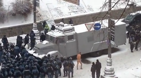 Ще одне відео знущань міліціонерів над Михайлом Гаврилюком - фото