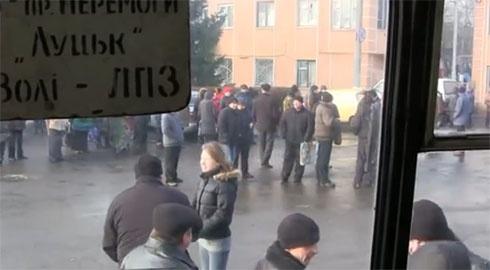 У Луцьку страйкують тролейбусники - фото