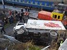 У Севастополі з мосту впала вантажівка, постраждала вагітна жінка