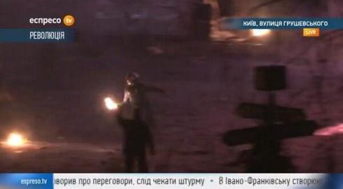 Вул. Грушевського: мітингувальники відбили атаку «Беркуту» - фото