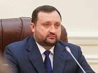 Арбузов закликає українців зберігати заощадження у гривні
