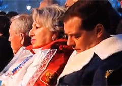 Дмитро Медведєв заснув на відкритті Олімпіади у Сочі [відео] - фото