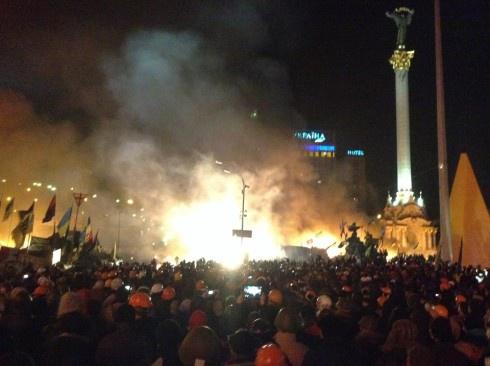Євромайдан штурмують, у Києві практично введено надзвичайний стан - фото
