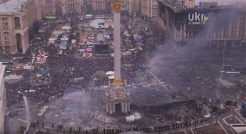 Євромайдан тримається - фото