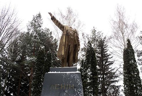 На Полтавщині обезголовили Леніна - фото