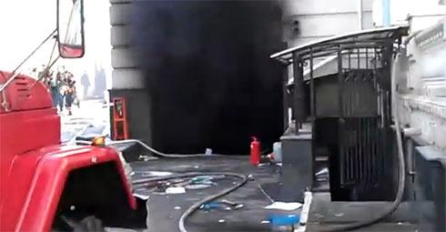 Спалили головний офіс Партії регіонів - фото