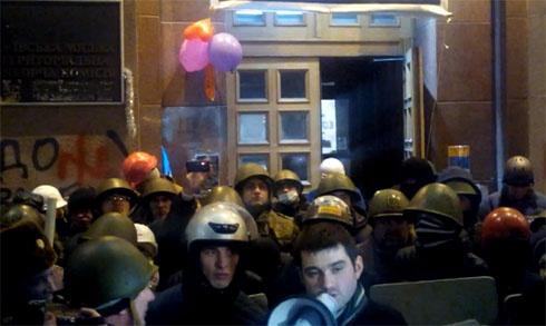Вночі деякі активісти Майдану намагалися знову захопити КМДА - фото