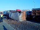 У Києві на Бажана маршрутка та дві вантажівки потрапили в аварію, є загиблий