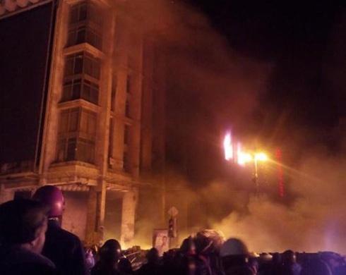 108 бійців «Альфи» намагалися придушити Майдан через Будинок профспілок - фото
