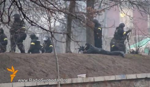 Беркутівці з «Чорної сотні», стріляючи зі сторони «Жовтневого палацу», вбили 17 протестувальників - фото