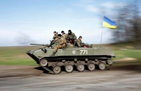 Дві з шести БМД, захоплених екстремістами, відбили житомирські десантники - фото