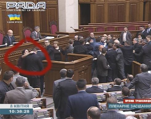 Мільярдерша з КПУ Оксана Калетник напала на депутата. Додано відео - фото