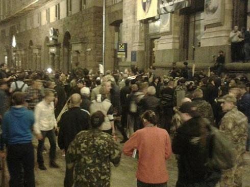 На Майдані сталася бійка між «Самообороною» і учасниками смолоскипної ходи - фото