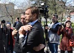 Олега Царьова у Миколаєві побили та закидали яйцями - фото