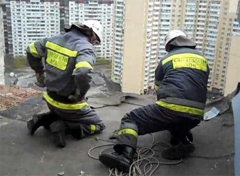 У Києві на Бальзака обвалився балкон з 21 поверху - фото
