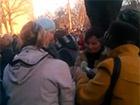 Як проросійським мітингувальникам у Луганську гроші роздають – відео