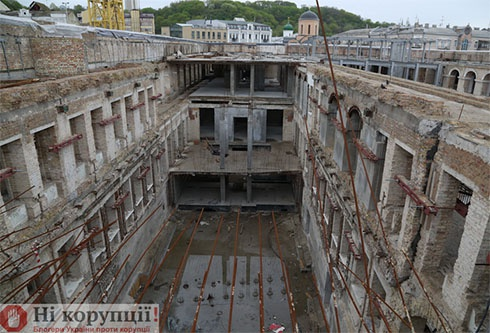 Зупинена «реконструкція» Гостинного Двору - фото