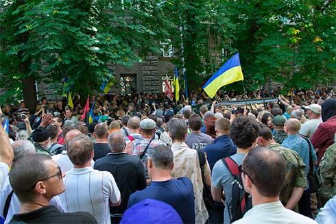 На Банковій вимагали введення військового стану на сході України - фото