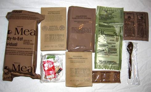 Начальник військового складу торгував армійськими сухими пайками «MRE» - фото