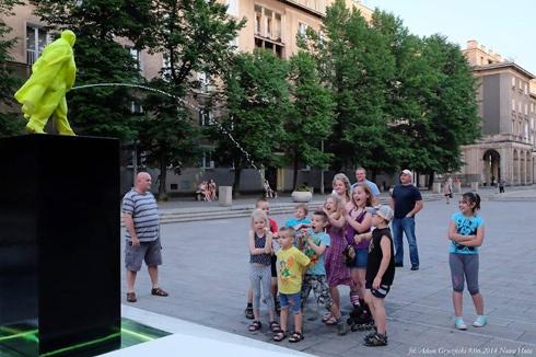 У Кракові з'явився пам'ятник пісяючому Леніну - фото