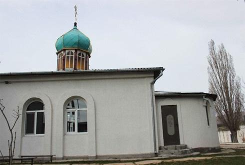 У Криму російські козаки розгромили храм УПЦ КП