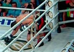 Усик нокаутував Кренса у четвертому раунді - фото