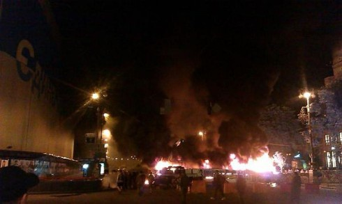 Вночі на Хрещатику горіла барикада - фото