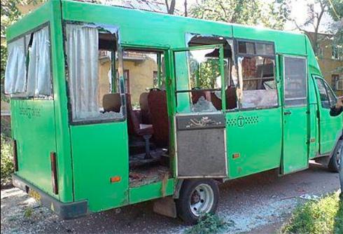 Четверо людей загинуло внаслідок обстрілу маршрутки у Краматорську - фото