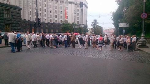 Чорнобильці перекрили вулицю під Кабміном - фото