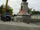 У Харкові облили фарбою пам'ятник Незалежності України