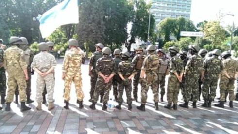 Верховну Раду охоронятимуть бійці трьох добровольчих батальйонів - фото
