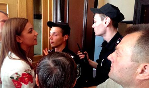 Киянам перекрили вільний прохід до будівлі КМДА та міськради - фото