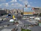 Майдан: сліди від згорілих покришок, нові барикади, розібрана бруківка