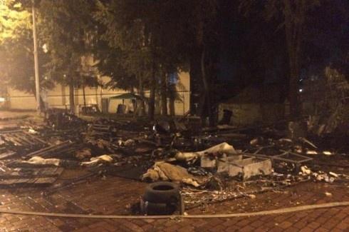 На Михайлівській згоріли намети Майдану - фото