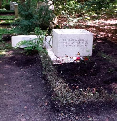 У Мюнхені зруйнували пам'ятник на могилі Степана Бандери - фото