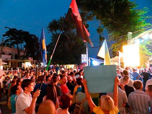 В Одесі з-за Ані Лорак міліція побила проукраїнських активістів - фото