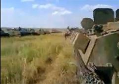 Відео, як кадирівці в складі броньованої колони російських військ готуються до вторгнення в Україну - фото