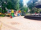 З Маріїнського парку у Києві прибрали торгові намети