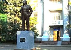 Кернес відновив перший пам'ятник Леніну у Харкові - фото